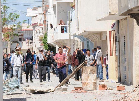 Reportage photos le minist re de l 39 int rieur donne ses for Interieur ministere tunisie