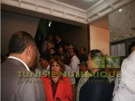 Tunisie vid o col re des agents des maisons de retraite for Agent maison de retraite