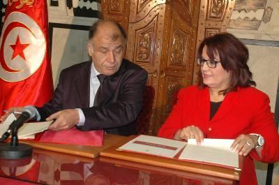 tunisie signature d une convention cadre pour la lutte contre le d 233 crochage scolaire