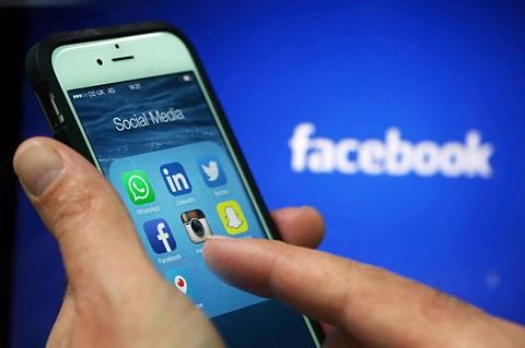 Tech: Un enfant de 10 ans reçoit une récompense de 10.000$ de la part de Facebook