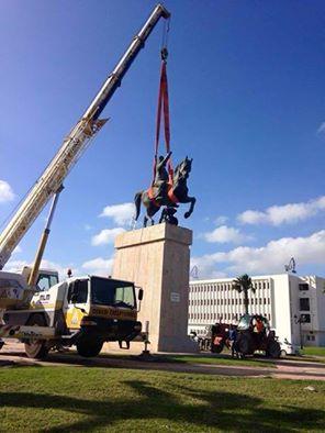 Tunisie- La statue de Bourguiba déboulonnée de La Goulette