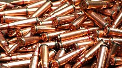 Découvertes de munitions de Kalachnikov enterrées dans un domaine agricole