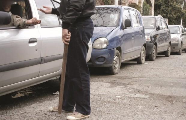 Haro sur les gardiens des parkings illégaux!