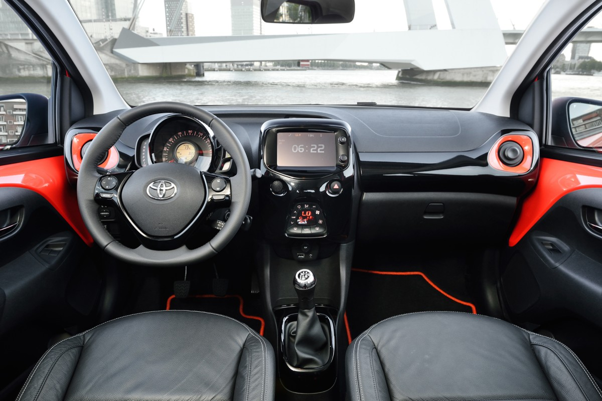 aygo la nouvelle voiture populaire de la marque toyota d barque en octobre part 304639. Black Bedroom Furniture Sets. Home Design Ideas