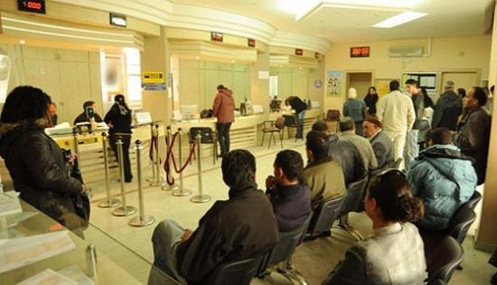 A Sfax : Une femme défie la séparation homme/femme des files d'attente et se trouve agressée verbalement