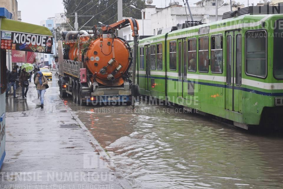 Tunisie [photos +vidéo] : Canalisation obstruée, la capitale est engloutie sous les fortes pluies