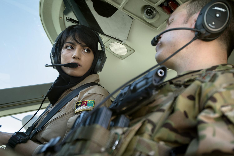Afghanistan : polémique après la défection de la première femme pilote