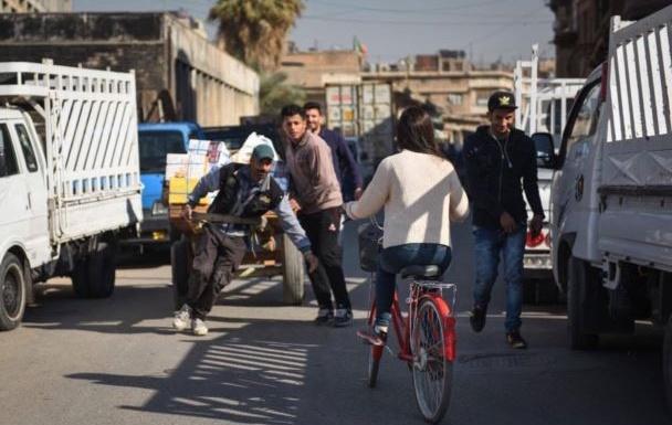 Irak [photos] : Elle fait ses courses à vélo et crée une large polémique dans la société irakienne