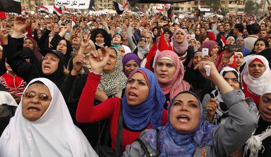 Les femmes voilées interdites du concert d'Amr Diab