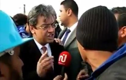 Tunisie- Vidéo: Colère et tension à Métlaoui au moment du départ de BCE. Ben Ticha pris à parti