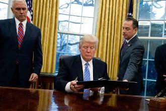 USA : D. Trump démarre sa première semaine sur les chapeaux de roues