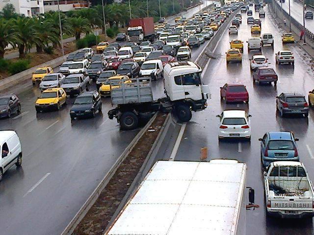 7 blessés et 7 voitures endommagées après une course folle d'un camion à Zaghouan