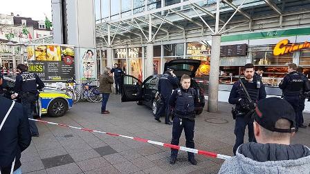 URGENT : Allemagne : Un conducteur fonce dans la foule en voiture et blesse trois personnes