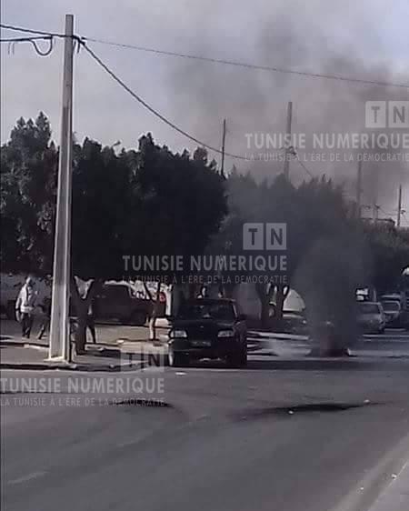 Meknassi [photos] : retour des protestations et blocage de la route nationale n°14