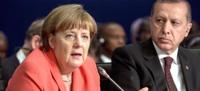 Erdogan se permet de demander aux Turcs d'Allemagne à voter contre Merkel