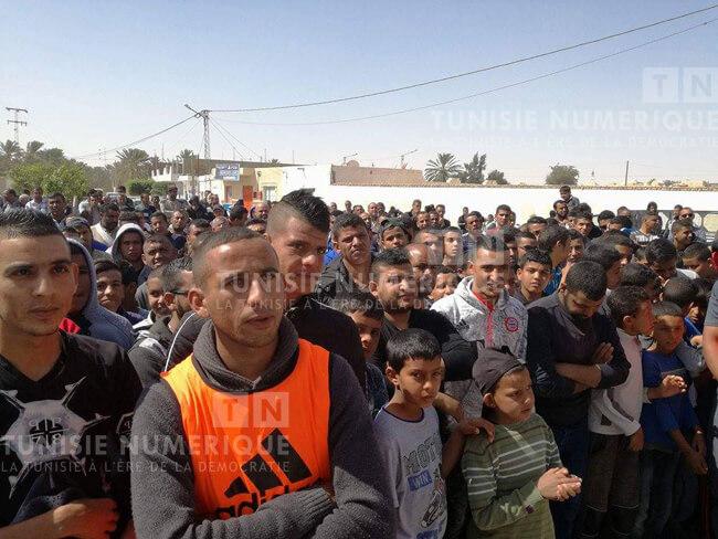 Tunisie [photos]: Grève générale dans la région d'El Golaa à Kébili
