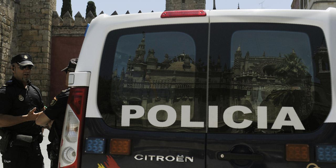 Un individu blesse un policier au couteau en criant