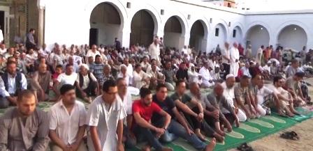 Tunisie – Kairouan : Les fidèles quittent la mosquée en plein prêche du vendredi