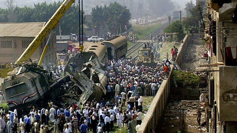 Diapo. Collision de trains en Egypte: au moins 20 morts