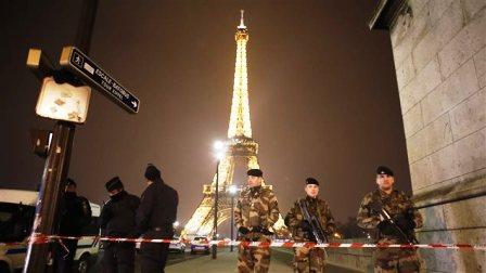 La tour Eiffel évacuée en raison de la présence d'un suicidaire — Paris