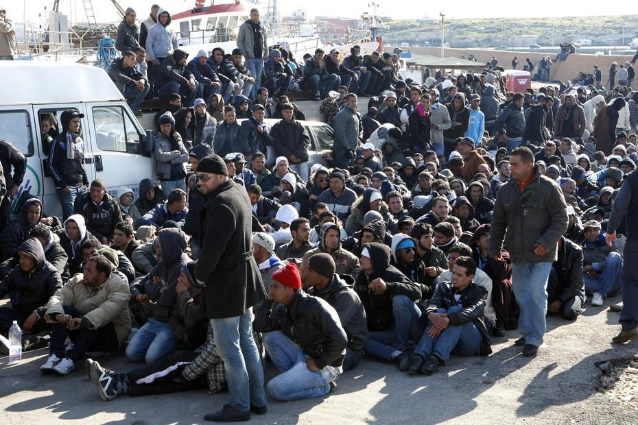 Assauts quotidiens d'immigrés Tunisiens à la frontière entre la France et l'Italie