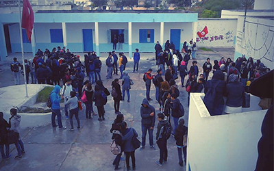 Tunisie: s'interposant entre deux élèves en plein cours, un professeur est agressé avec un objet tranchant