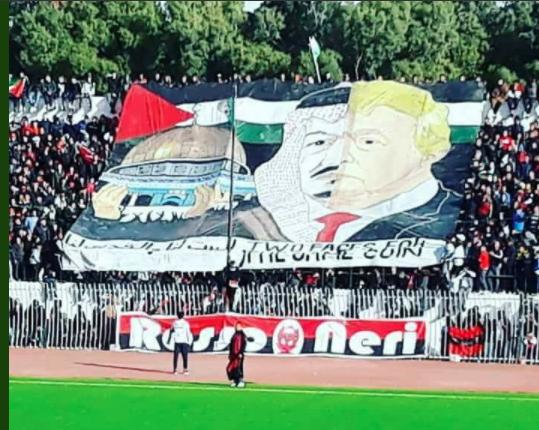 La banderole Trump-Salman déployée par des supporters suscite la colère des Saoudiens