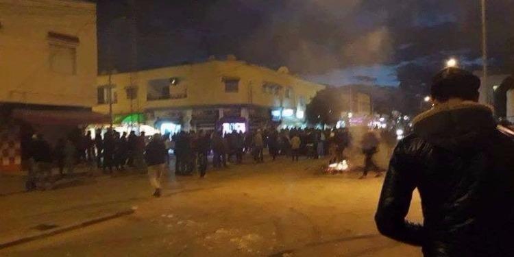 Tunisie: Affrontements nocturnes entre manifestants et forces de l'ordre dans plusieurs régions du pays