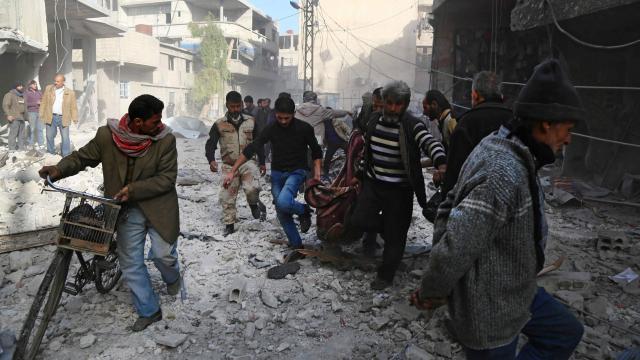 28 civils tués par des frappes aériennes russes — Syrie