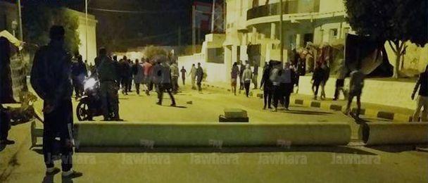 Tunisie – Gafsa : Renouvellement des protestations à Mdhilla à cause des mesures annoncées par le conseil régional