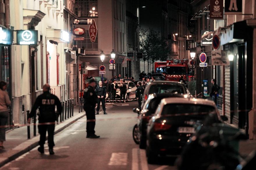 Attaque au couteau à Paris: l'auteur identifié et ses parents placés en garde à vue