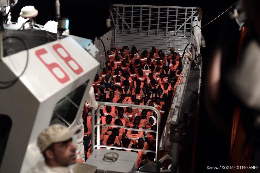 A bord de l'Aquarius, 629 migrants en pleine crise politique et diplomatique