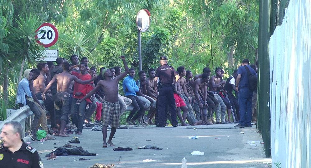 EMIGRATION - CLANDESTINE Ceuta : 600 migrants pénètrent en Espagne dans la violence