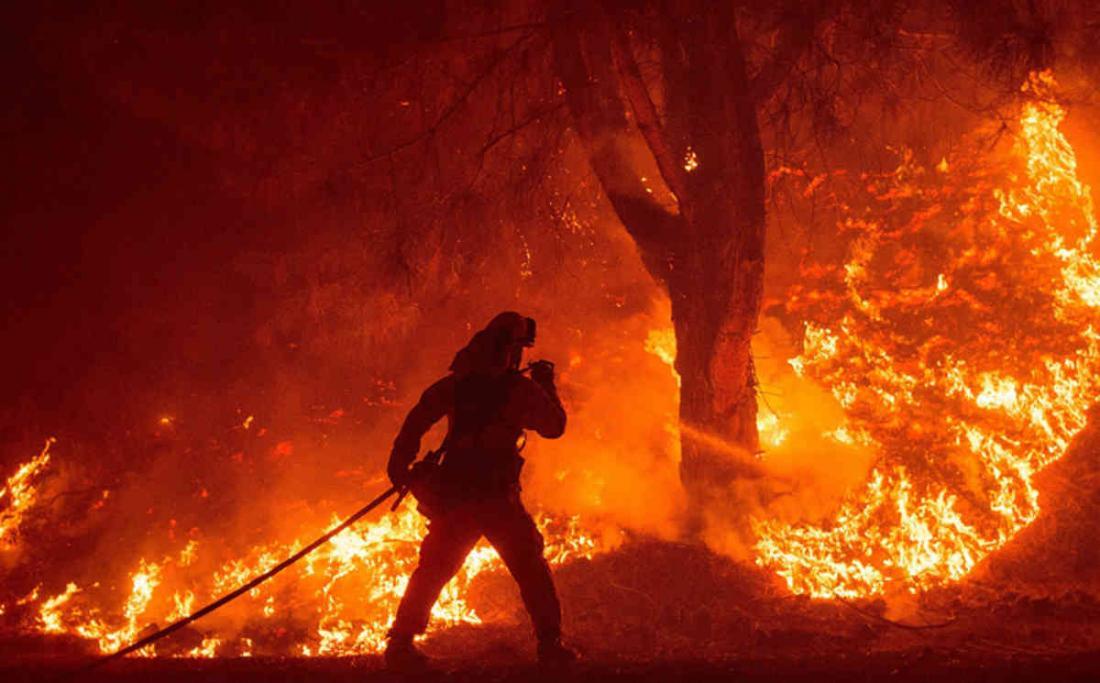 Grèce : une ceinture de feu ravage les environs d'Athènes (en images)