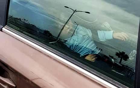 Tunisie – Images: La police municipale emmène une voiture à la fourrière avec un bébé à l'intérieur