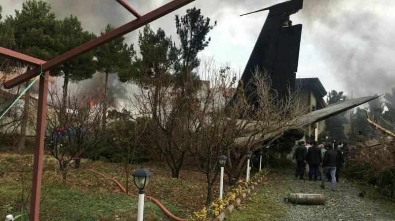 Un avion cargo s'écrase avec au moins dix personnes à bord — Iran