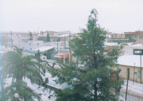 Tunisie: Entrée en action des gros engins pour rouvrir les routes après d'importantes chutes de neige à Thala