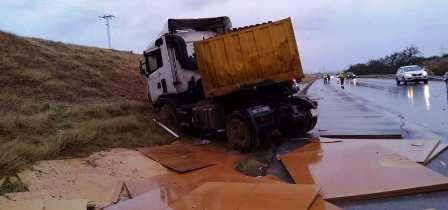 Tunisie – Dérapage d'un poids lourd sur l'autoroute Sousse Tunis