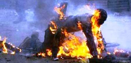 Algérie: Un policier s'auto immole par le feu dans le poste de police