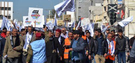 Tunisie – Hizb-Ut-Tahrir prone la Califat et la Chariâa, et organise une manifestation avec la participation d'enfants