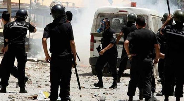 Tunisie-Affrontements entre des étudiants et des agents de sécurité devant le ministère de l'Enseignement supérieur