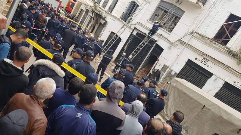 1 immeuble s'effondre…des personnes sous les décombres — Algérie