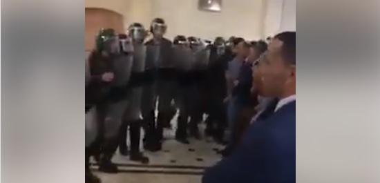 Algérie: VIDEO: La police charge violemment les magistrats dans l'enceinte du tribunal d'Oran