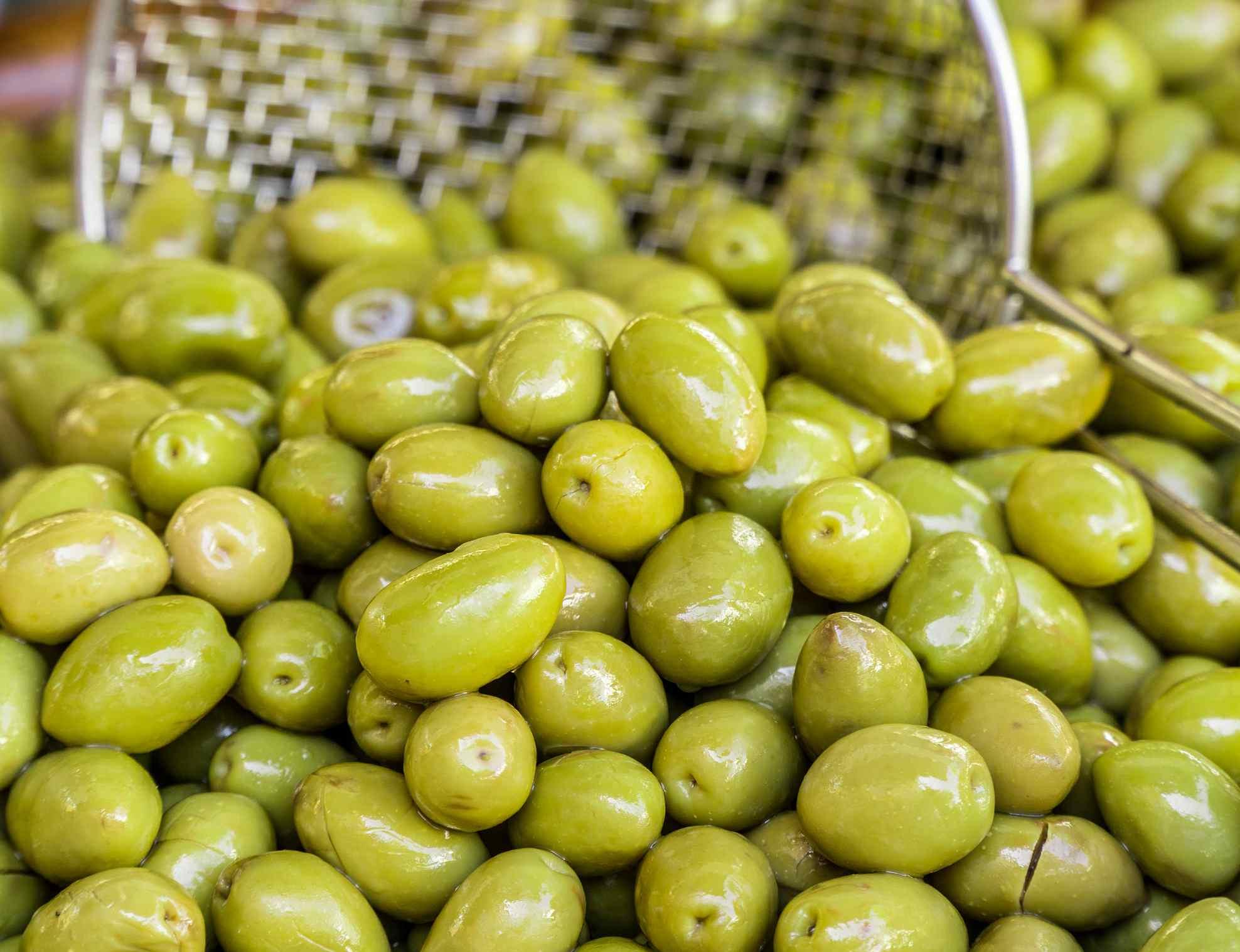 Tunisie : A cause de la chute des prix de vente des olives, des agriculteurs protestent à Sidi Bouzid