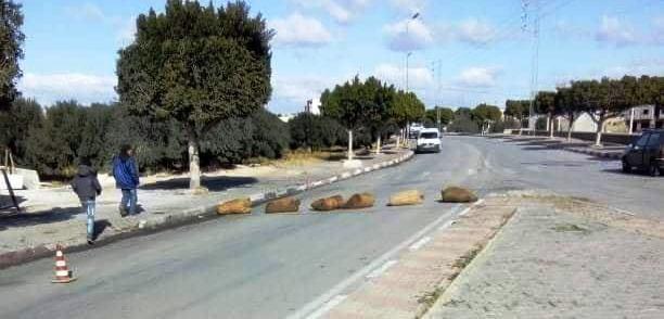 Tunisie – IMAGES: Blocage de la route GP3 menant à Gafsa