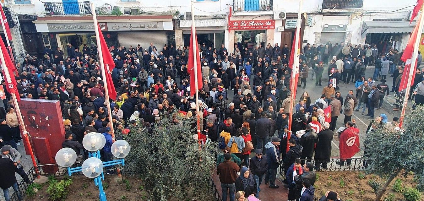 Tunisie : [photos] Un grand rassemblement syndical sur la Place Mohamed Ali