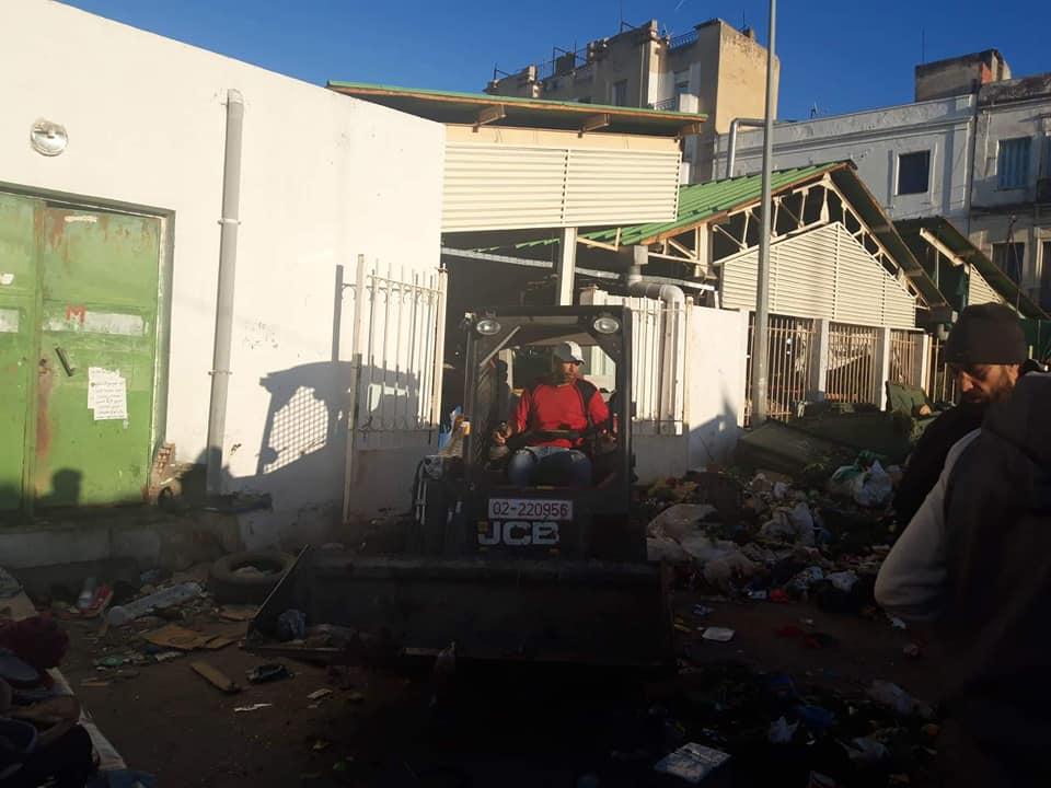 Tunisie : [photos] Les éboueurs de la municipalité de Tunis reprennent le travail