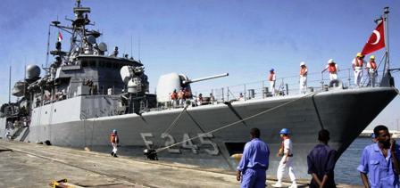 Débarquement de soldats et d'armement turcs à Tripoli