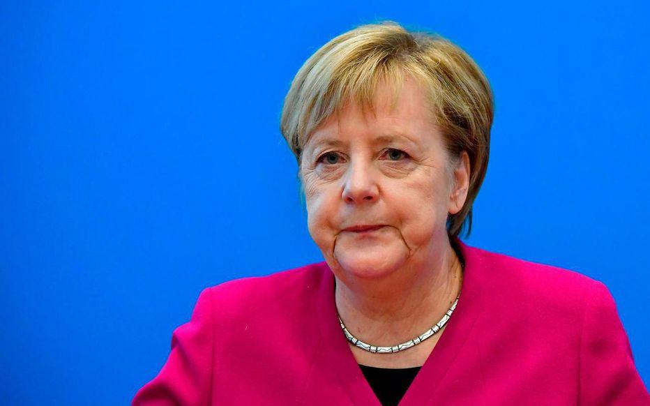 [photo] Angela Merkel félicite Fakhfekh
