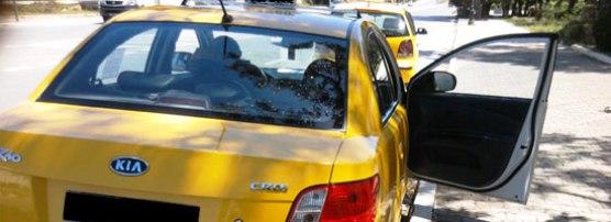 Scandaleux: Un chauffeur de Taxi agresse une jeune fille qui a refusé de descendre du véhicule [vidéo]